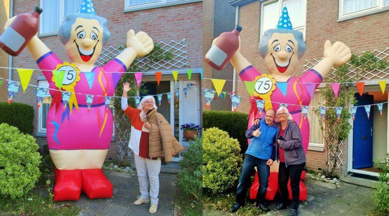 Buren verrassen jarige Jannie de Vries